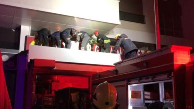 Marketin tavanı çöktü: Yaralılar var