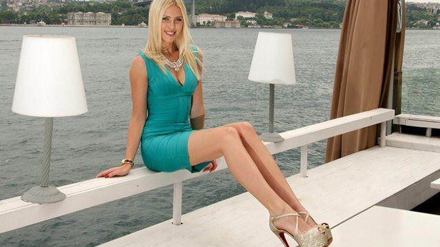 Serdar Ortaç'ın eşi Chloe Loughnan dudak uçuklattı