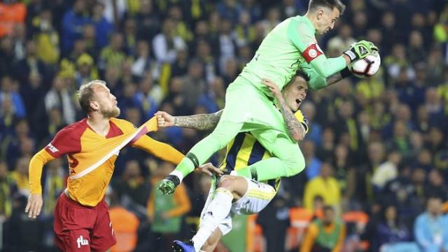 Martin Skrtel'e ilk müdahale Galatasaray cephesinden