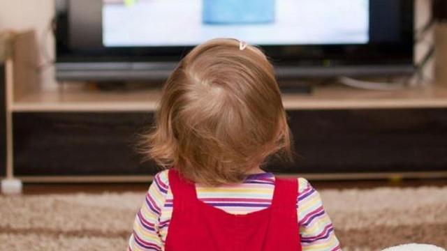 Bebeğiniz gözünü TV'den ayırmıyorsa dikkat