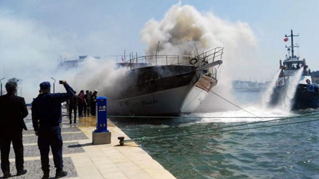 Tatil merkezinde tekne yangını
