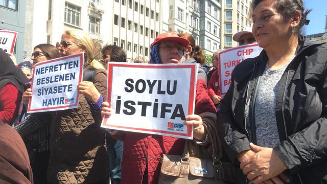 CHP ''İstifa'' sloganları ve pankartlarıyla sokağa çıktı!