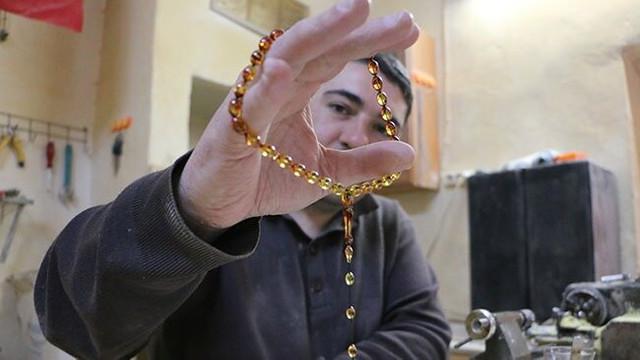 Osmanlı usulü çarkla tespih yapıp yurt dışına satıyor