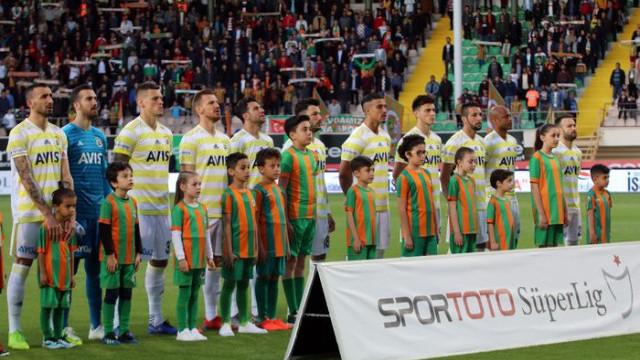 Fenerbahçeli futbolcuların Alanyaspor maçı sonrası soyunma odasında dürüm yediği ortaya çıktı