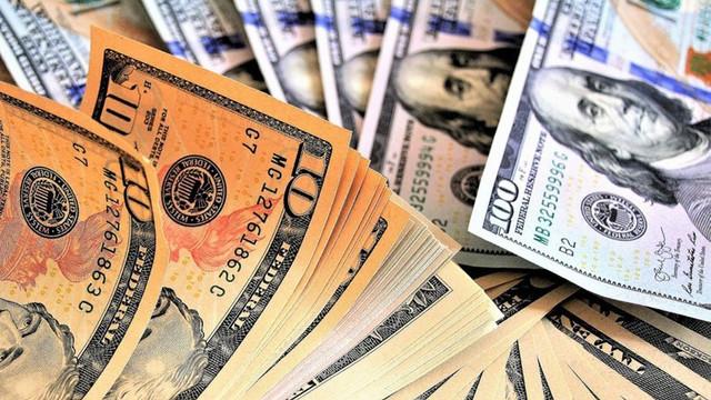 Dolar aldı başını gidiyor ! 2019'un rekoru: 5,88'i de aştı