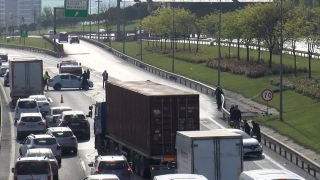TEM'de zincirleme kaza; trafik durdu