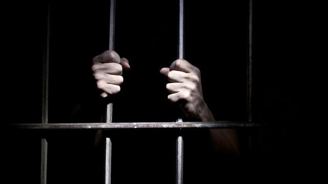 Öğretmen 2 öğrenciye cinsel istismardan tutuklandı