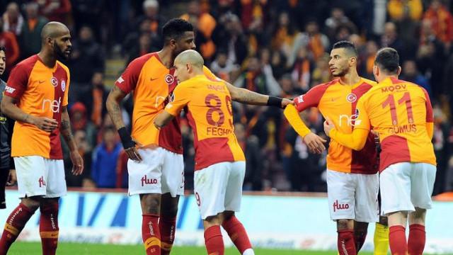 G.Saray'da penaltı krizi! Sahada tartıştılar