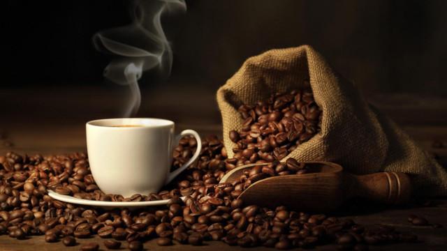 Kahve içenlere kötü haber; beyni küçültüyor!