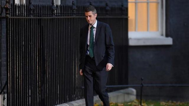 İngiltere Savunma Bakanı görevden alındı