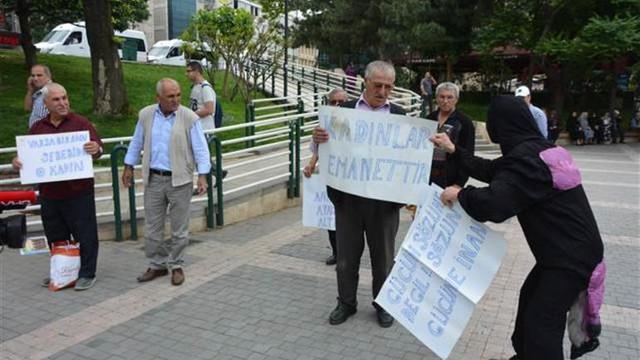 ''Kadına şiddeti'' protesto ediyordu ! Saldırıya uğradı