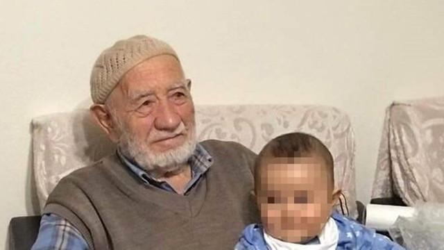 Camide namaz kılarken hayatını kaybetti