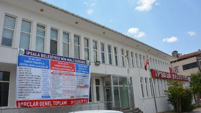 AK Partili belediyenin borçları tabelaya sığmadı !