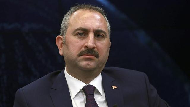 Adalet Bakanı Gül: ''Kelepçeyi niye takıyorsunuz ?''
