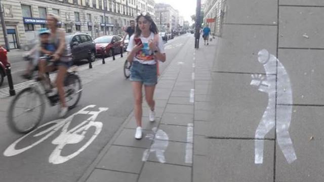 Yayalar için akıllı telefon yolu