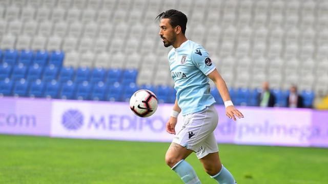 Sevilla İrfan Can Kahveci'nin transferinde beklemeye geçti
