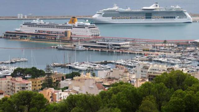Avrupa'nın tatil cennetinde turist gemilerine protesto