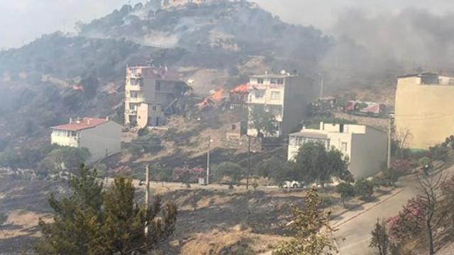 İzmir'de orman yangını ! Yangın 2 eve sıçradı