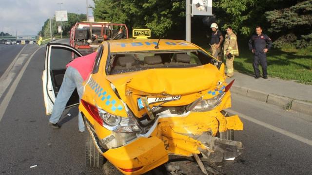 E-5'te kaza ! Taksi ile minibüs birbirine girdi