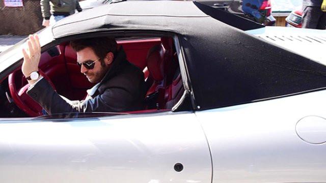 Kıvanç Tatlıtuğ'un satmak istediği Ferrari'ye alıcı çıkmadı
