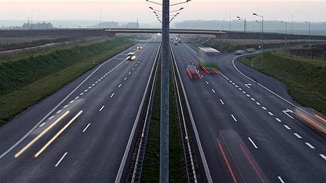 İzmir-Ankara yolu ulaşıma kapandı !