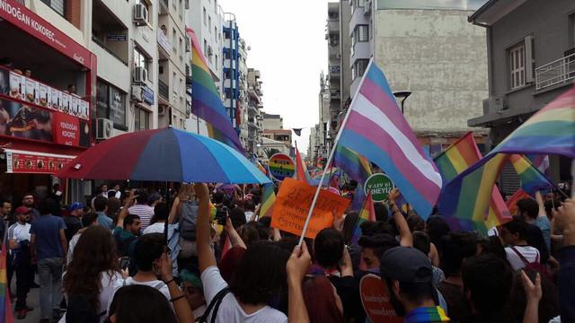 İzmir'de flaş karar ! Onur Haftası yasağı kaldırıldı