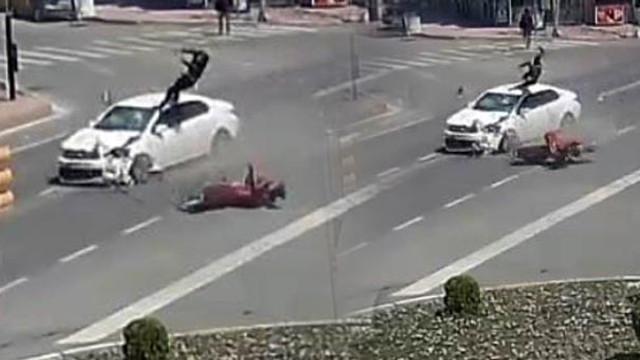 Korkunç kaza ! Metrelerce havaya uçtu