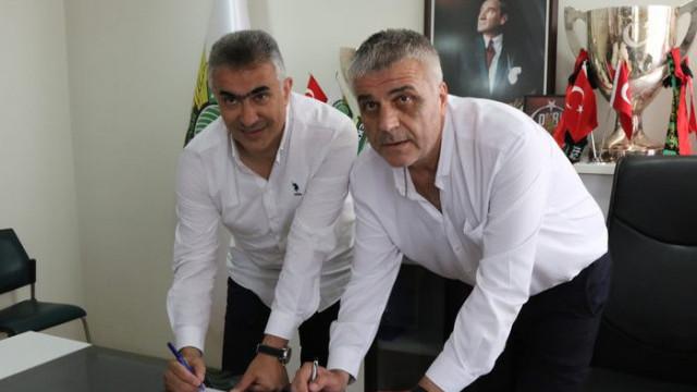 Akhisarspor Mehmet Altıparmak'la sözleşme imzaladı