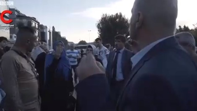 AK Parti İl Başkanlığı önünde teşkilat tartışması !