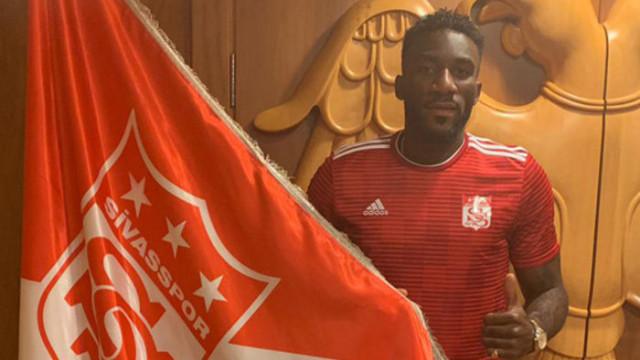 Sivasspor, Aaron Appindangoye'yi renklerine bağladı
