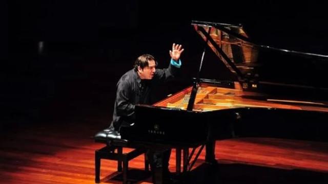 Ünlü piyanist Fazıl Say'a Antalya'da büyük ilgi
