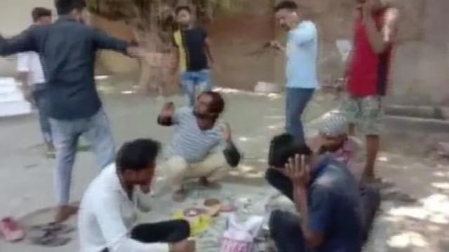 Oruç açan Müslümanlara saldırdılar !