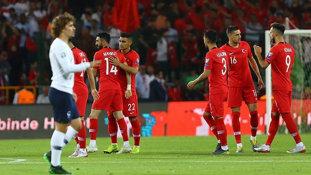 A Milli Takım umutlarımıza ''Güneş'' gibi doğdu: Türkiye 2 - Fransa 0