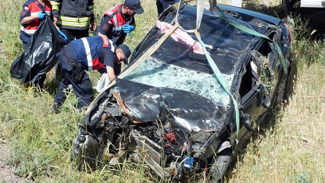 Otomobil köprüden uçtu ! Anne ile baba öldü, kızları ağır yaralandı