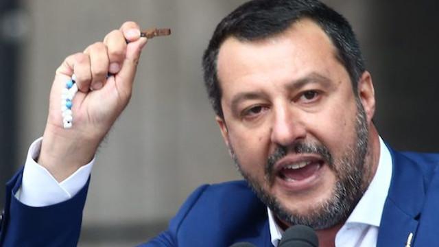 Sağcı siyasetçiye zarf içinde mermi gönderildi