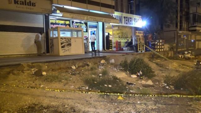 İnternet kafenin önünde silahlı saldırı