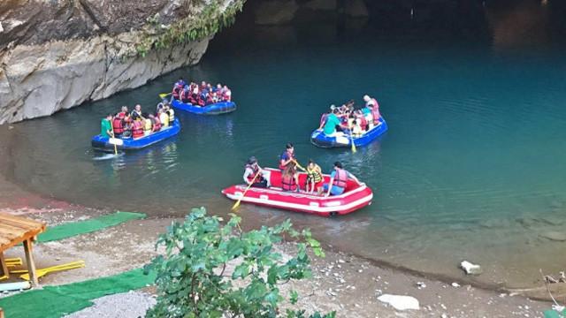 Antalya'nın Altınbeşik Mağarası'na turist akını