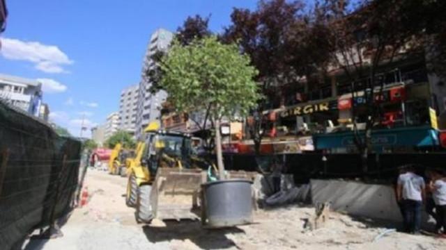 Melih Gökçek'in ağaçları ''ibret-i alem'' için Kızılay'a dikildi