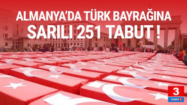 Almanya'nın tarihi meydanında Türk bayrağına sarılı 251 tabut!