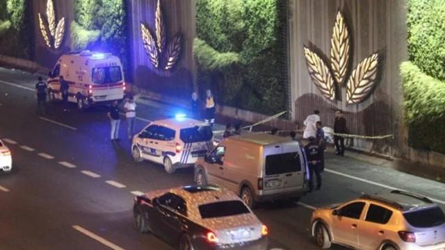 İstanbul'da Metrobüs üst geçidinde korkunç intihar