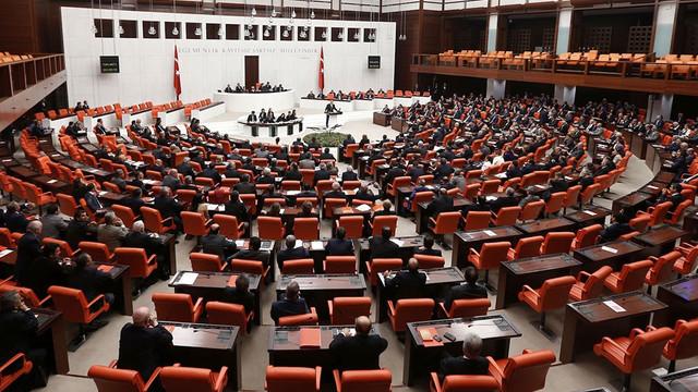 Merkez Bankası'nın yedek akçesini Hazine'ye aktaracak yasa Meclis'ten geçti