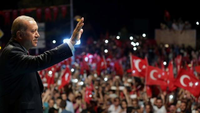 ''15 Temmuz'da neden sokağa çıktınız'' anketinde Erdoğan'ı üzecek sonuç
