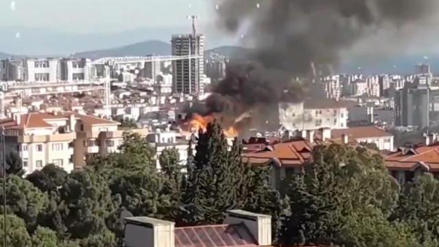 Üsküdar'da 5 katlı binada yangın çıktı