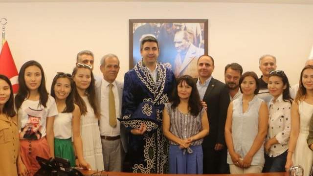 Kartal Belediyesi Kazak kadın gazetecileri ağırladı