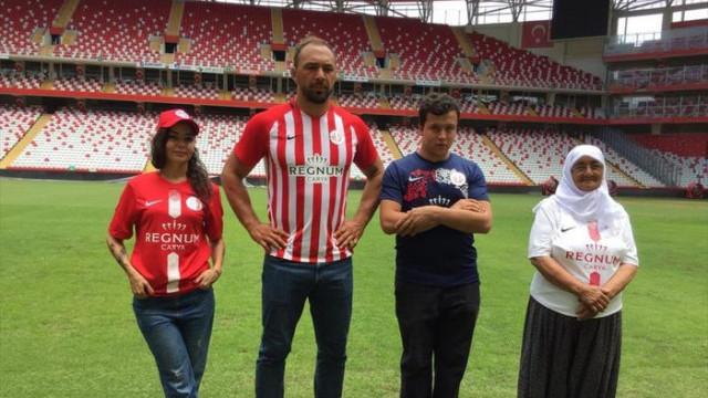 Antalyaspor formalarını tanıttı