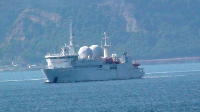 Yarım saatte 3 ülkenin gemisi Boğaz'dan geçti
