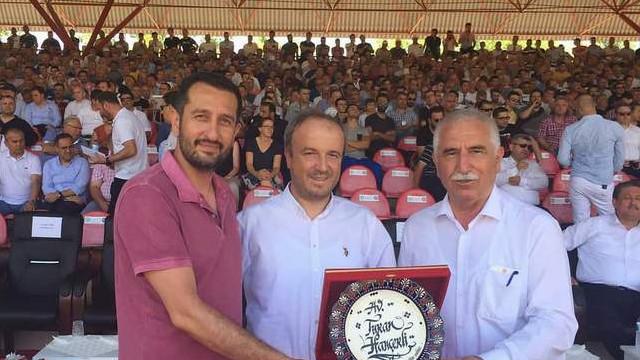 Turan Hançerli'ye anlamlı ödül