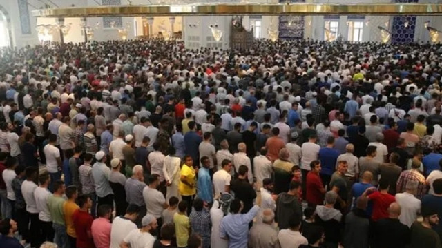 Büyük Çamlıca Camisinde ilk Kurban Bayramı namazı