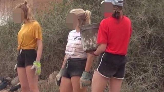 Şort giyen turistleri ''kafalarını kesmekle'' tehdit etti