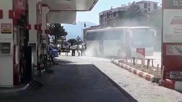 Bir yolcu otobüsü yangını daha! Turistler dehşeti yaşadı